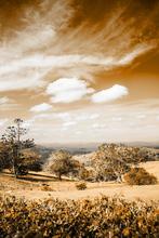 Valle con Cielo en Sepia